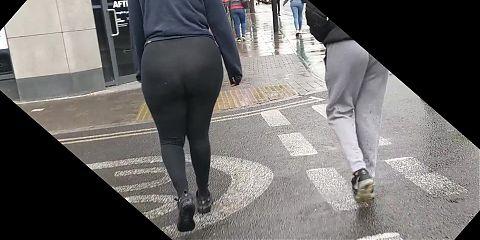 Candid PHAT ass Somali girl in leggings